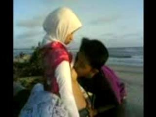 Bokep Gadis Aceh Hijab Ngentot Hot di Pantai | INDO18.COM
